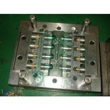 plastic tooling maker